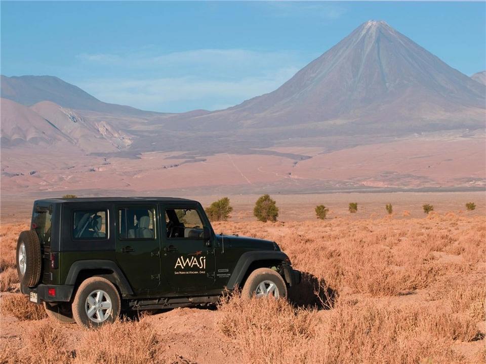 Chile - Jeep am Licancabur Vulkan in der Atacama Wueste