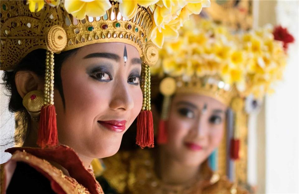 Sueden Indonesien Legong Taenzer aus Bali