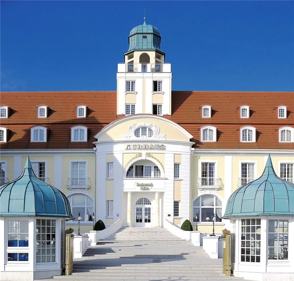 Travel Charme Kurhaus Binz Eingangsbereich