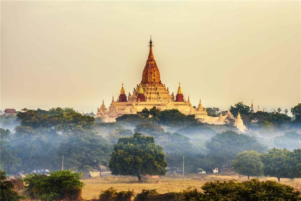 Myanmar Ananda-Tempel der historischen Koenigsstadt Bagan