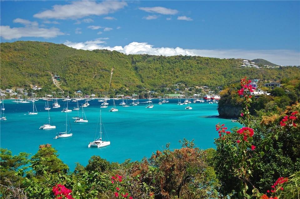 Sea Dream I Karibik Bucht mit Schiffen