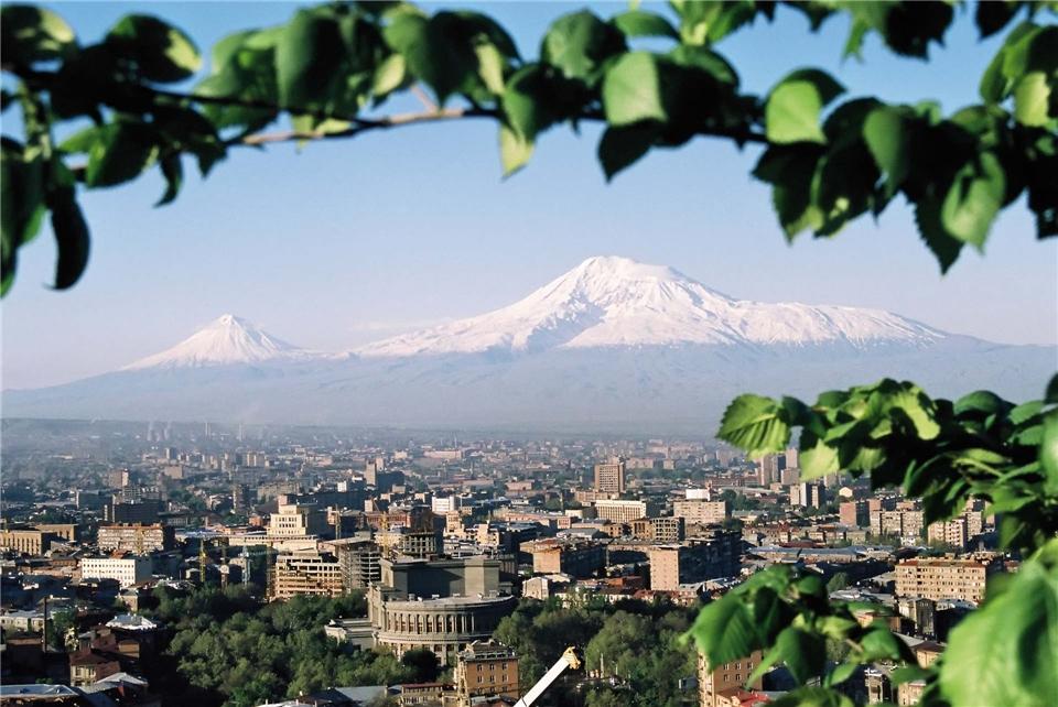 Georgien Jerewan mit dem Berg Ararat im Hintergrund