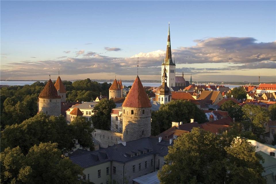 Ponant Le Dumont-Durville Ostsee Tallinn Altstadt zum Sonnenuntergang