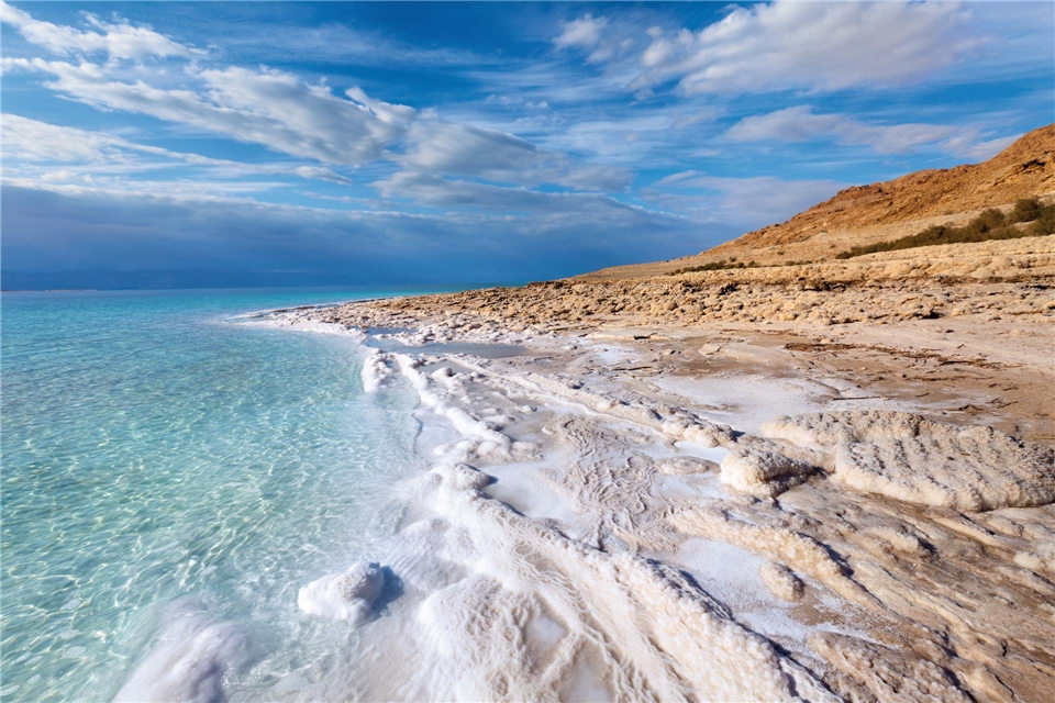 Jordanien Sagenhafte Orte Strand mit Salz