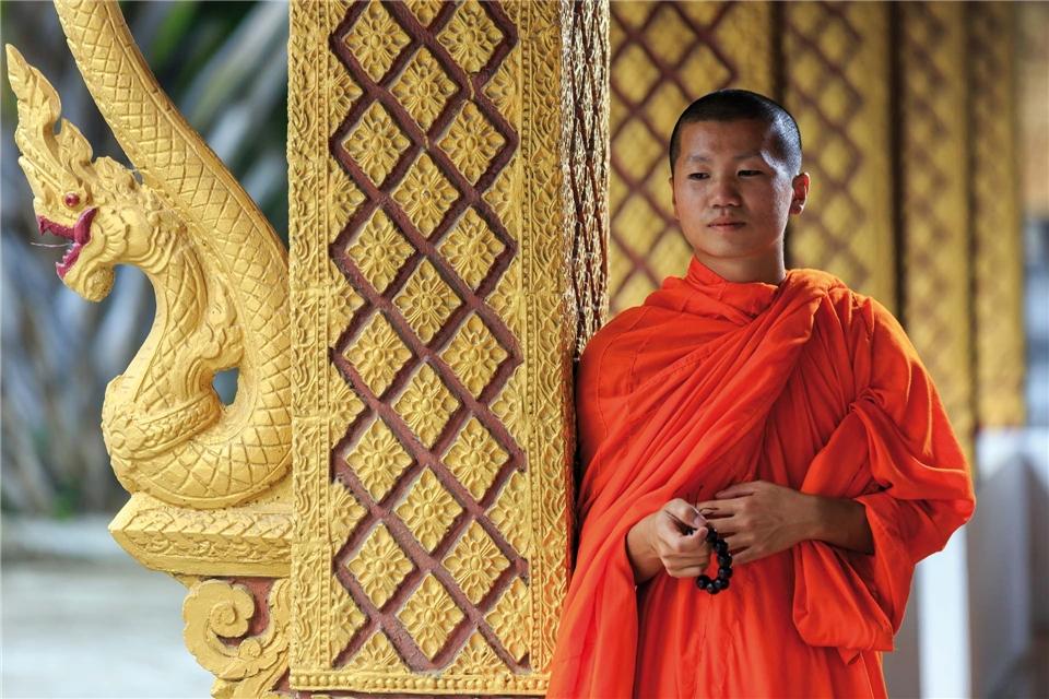 Asien Laos junger buddhistischer Moench