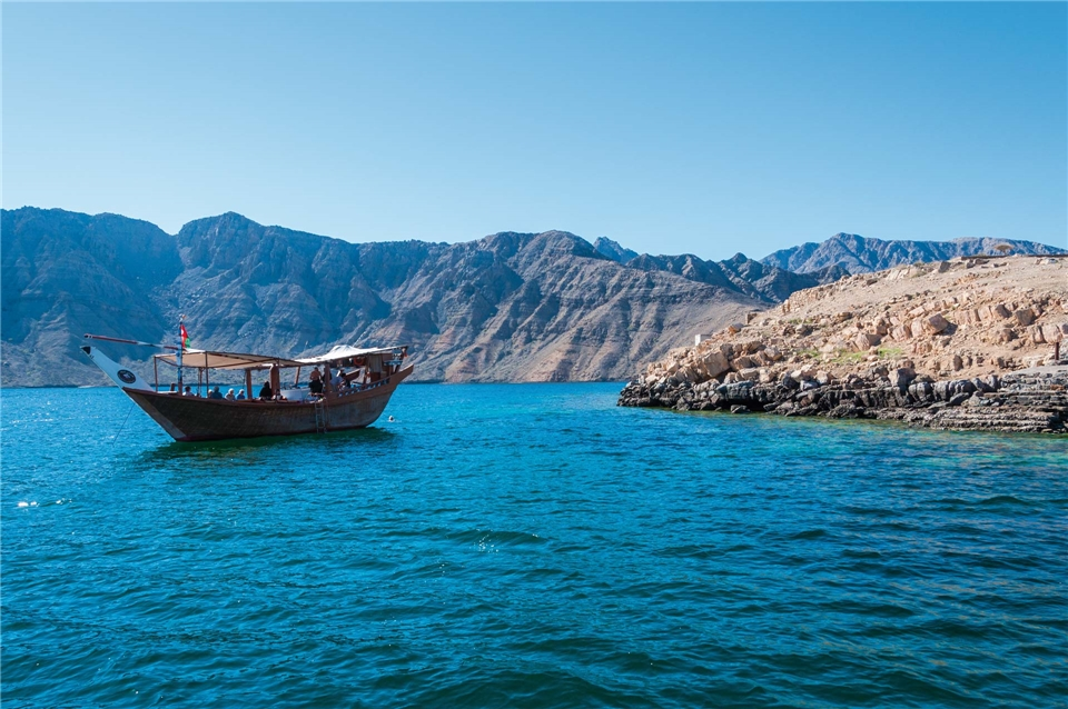 Faszination Oman Boot vor Anker