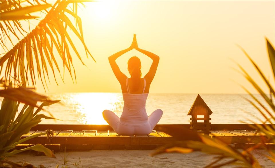 Srilanka - Yoga bei Sonnenuntergang am Strand