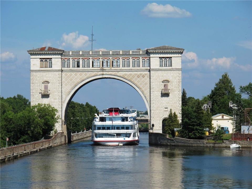 Volga Dream Cruises Volga Dream Russland - Wolga-Schleuse bei Uglitsch