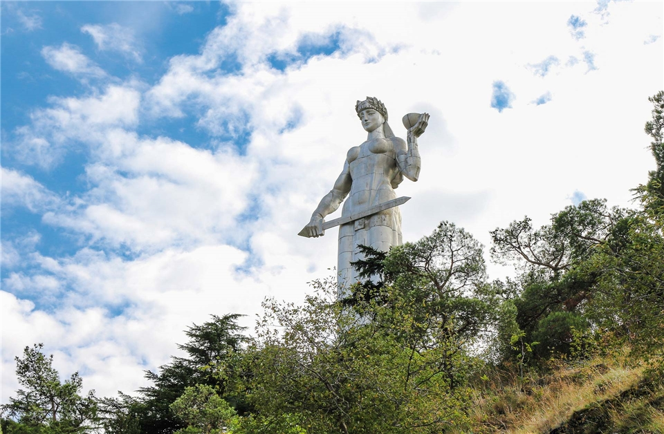 Georgien Monumentalstatue Kartlis Deda in Tiflis