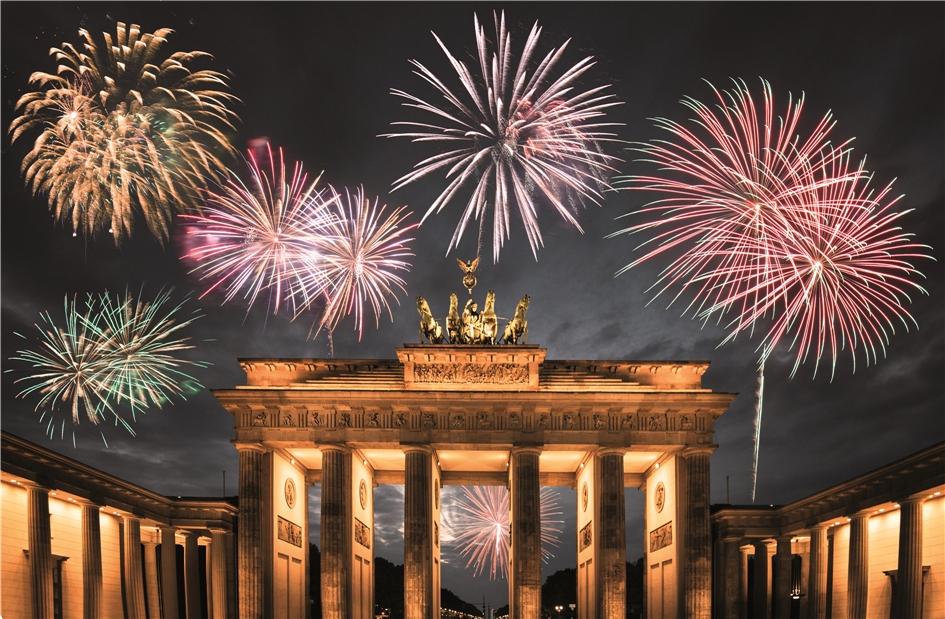Berlin Feuerwerk über dem Brandenbuger Tor