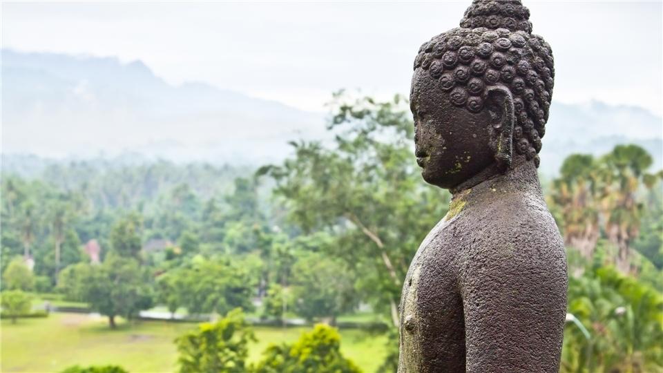 Indonesien - Buddhastatur in der Tempelanlage Borobudur