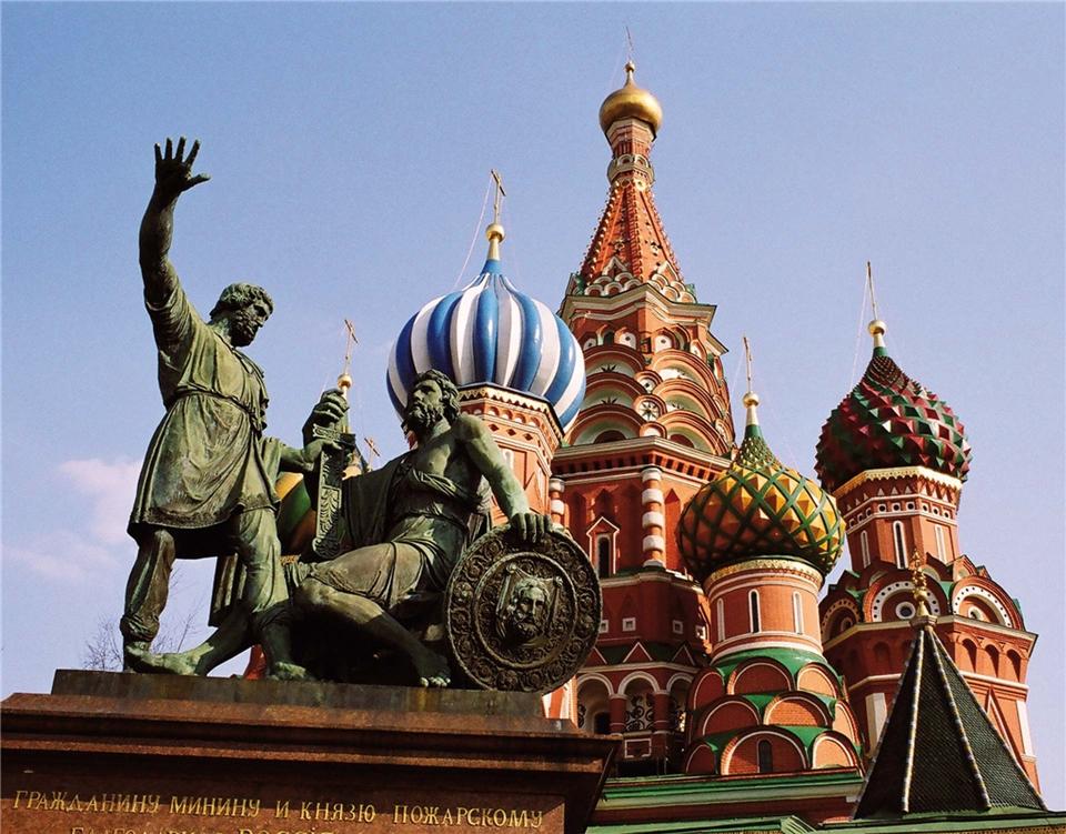 Volga Dream Cruises Volga Dream Russland Minin-und-Poscharski-Denkmal vor der Basilius-Kathedrale auf dem Roten Platz