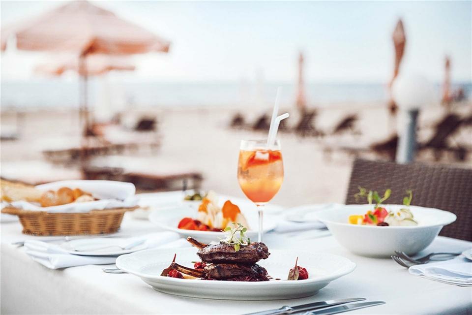 Lebensart im Baltikum Essen am Strand