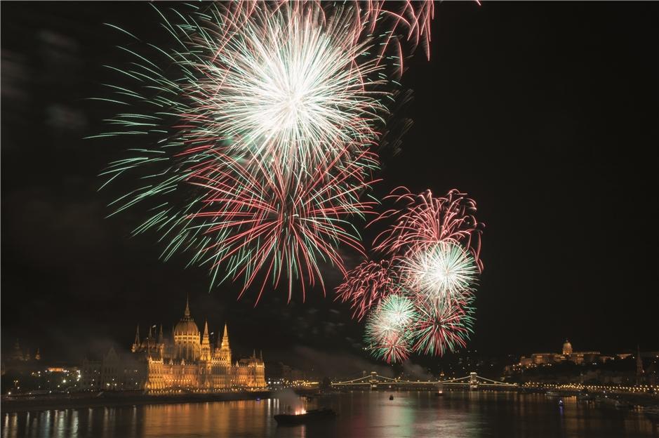 Budapest Feuerwerk über Stephans-Basilika
