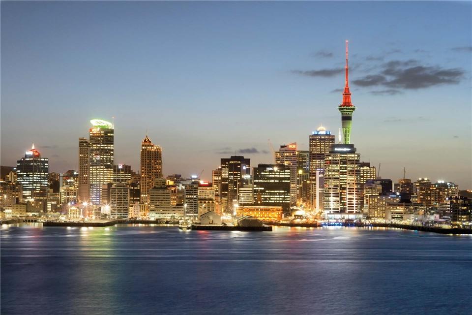 Aotearoa Mein Neuseeland Stadtblick auf Auckland bei Nacht