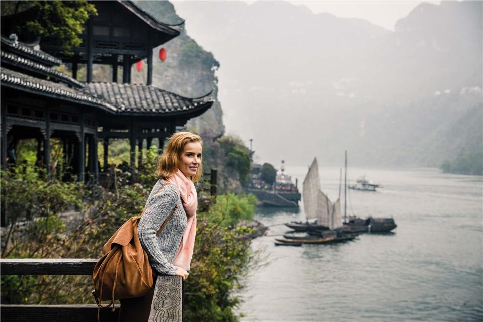 Essential China Frau am Fluss