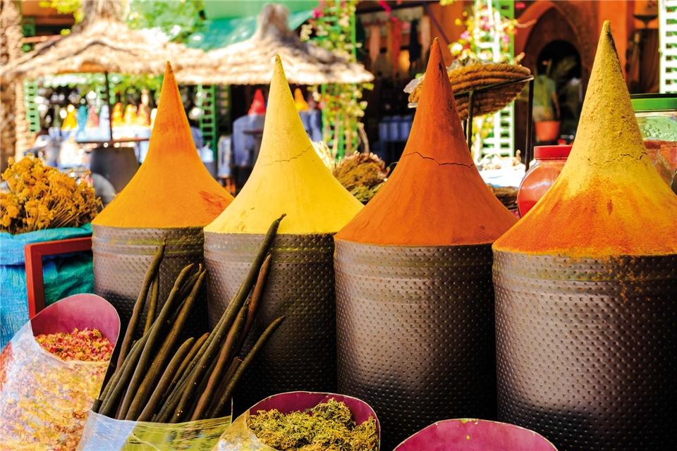 Magisches Marokko Gewürze auf einem Markt