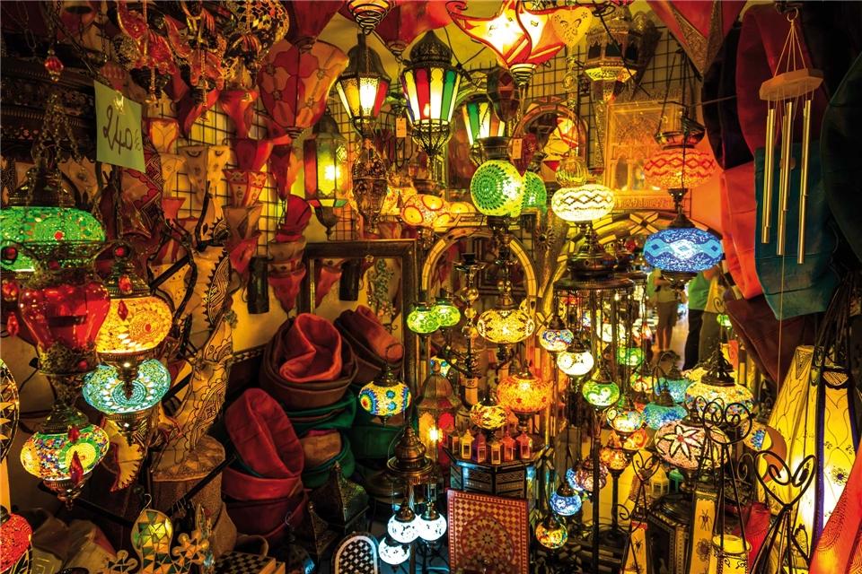 Marokko intensive momente Geschäfft voller orientalischen Lampen