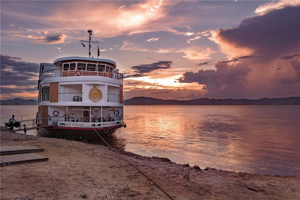 Myanmar The Strand Cruise (Schiff) auf dem Irrawaddy